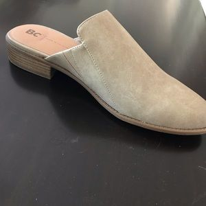 NEVER WORN BC footwear look at me taupe mules